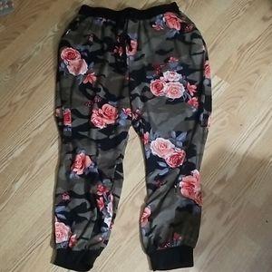 Loralette floral joggers 1x
